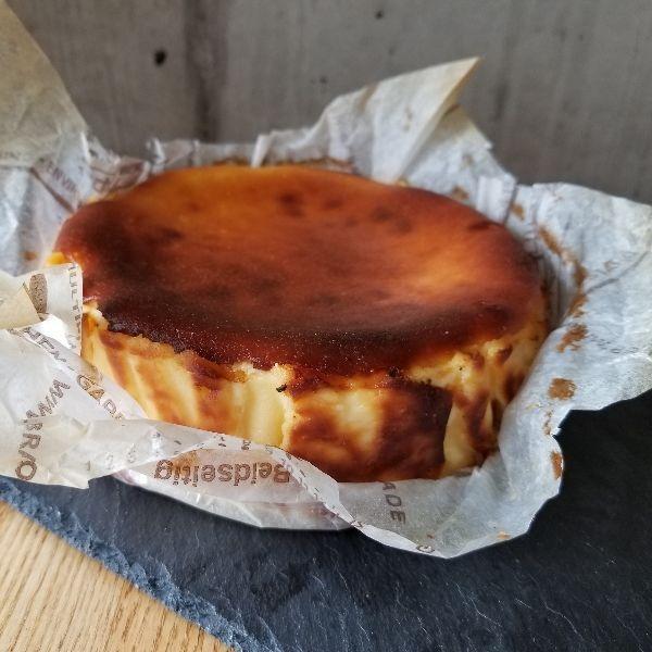 バスク風チーズケーキ ¥496(460)
